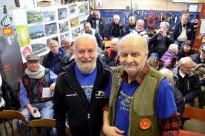 Reseträff. Jan- Åke Siljeström och Jorka Blomberg hälsade ett 30-tal nyfikna välkomna till filmvisning om Isle of Man.