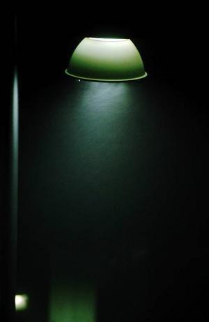 Kommunen låter lamporna lysa ett tag till – men det löser inte alla problem tycker läsare på OP.se.