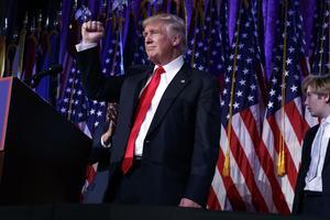 Aldrig någonsin har så många amerikaner suttit bänkade framför tv-apparaterna som när Donald Trump vann det presidentvalet.