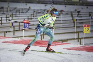 Torsdagens succésvenska Linn Persson sköt bort sina chanser i sprinten redan i första liggande skyttet med tre bom.