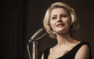 """Edda Magnason är som gjord för att spela rollen som Monica Zetterlund i """"Monica Z"""". Foto: Jonath Mathew"""