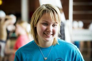 Malin Åhrlin, från Gävle Simsällskap lever för simning. Som simlärare ser hon att många, framförallt andraklassare, inte kan simma.