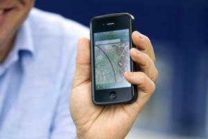 Du som har en iPhone skickar lätt in ditt bidrag till platsnamninsamlingen via Lantmäteriets applikation.