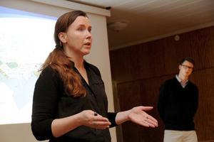 Den nya detaljplanen kan vara godkänd i höst, tror Christina Englund, som informerade tillsammans med Fredrik Spjut.