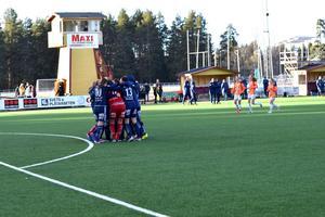 Kvarnsvedens IK jublar efter att semifinalplatsen i Svenska cupen är säkrad.