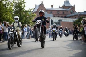 Över 140 mopeder körde genom Sollefteås centrum.