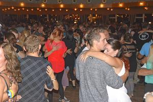 Redan vid 21-tiden var dansgolven fyllda.