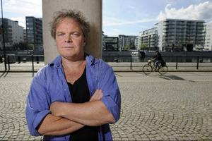 2005 fick Magnus William-Olsson Karl Vennbergpriset för sin diktning. Nu är han aktuell med