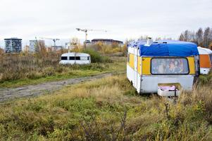 EU-migranterna kunde lätt lyfta undan stängslet och slå läger på sin gamla plats mellan Nyhamn och Gävle Galvan.