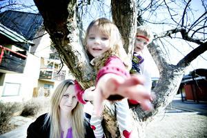 Sandra Nyberg är lättad över att barnen ändå får mer tid på Emmy, två år, och Noel, tre år, får mer tid på förskolan.