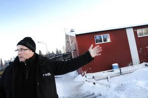 Ridskolechef Leif Hall och de andra i Gävle Ryttarsällskap har hoppats på en utbyggnad i Lervik sedan 1987. Nu har regeringen satt stopp för utbyggnaden sedan en grannfamilj överklagat detaljplanen för att hästhållningen ligger för nära bostadsbebyggelsen.