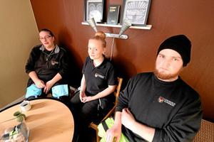 AME personal. Charlotte Jonsson, Angelica Ekholm Henningsson och Johannes Berndtsson. Alla trivs med att jobba på evakueringsboendet.