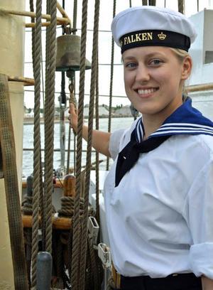 Malin Vallin trivdes ombord på Falken, trots få bekvämligheter. De 28 ungdomarna delade på en dusch och två toaletter.