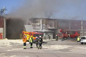 Det var den 4 juni 2016 som det brann det på ett pelletslager som krävde förstärkning från räddningstjänst från Fagersta och Avesta. Arkivbild: Seth Jansson