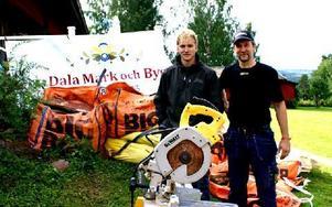 Ansgar och Danne Borgvall har äntligen fått rot-bidraget för firmajobbet i fjol. Foto: Birgit Nilses Gröndahl