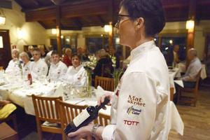 LT:s vinexpert Ann Svensson hade plockat fram viner till de olika rätterna. Här är det chilenska rödvinet Perez cruz som serverades till renbiffarna och majrovegratängen.