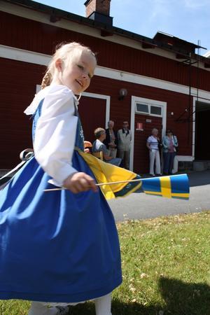 Nathalie Björklund, 6 år, var fin i sin folkdräkt.
