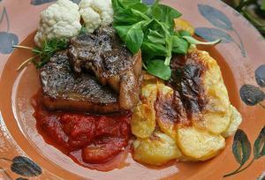 Lammkotletter och potatisgratäng är riktigt god höstmat.