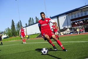 Nick Schakowski gjort två av målen när Härnösands FF vann nyckelmatchen mot Sandvik.