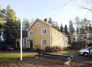 Förut var det pingstkyrka. Nu tillhör huset koptisk-ortodoxa kyrkan i Sverige.