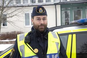 Dennis Hebert, yttre befäl vid Borlängepolisen, berättar att polisens bombgrupp var kontaktad men