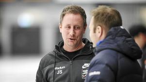 Villa Lidköpings huvudtränare Johan Sixtensson blir assisterande i P21-landslaget.