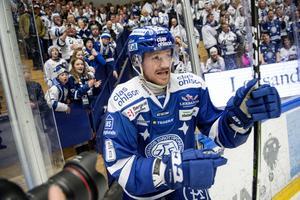 Leksands Joe Piskula jublar efter lördagens ishockeymatch i SHL mellan Leksands IF och Malmö Redhawks i Tegera Arena i Leksand.