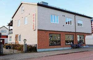 Sedan 1940 har det sålts möbler i fastigheten på Dalagatan i Sveg.