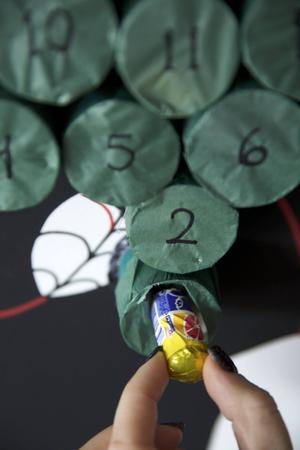 Några förslag på innehåll: en karamell, en slant, ett suddgummi, ett par örhängen eller en lapp med valfritt budskap.