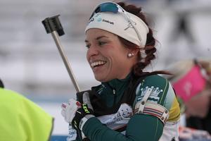 Elisabeth Högberg hade all anledning att dra på sm,ilbanden efter helgens dubbelseger i Östersund.