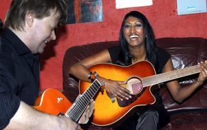 Det stora gemensamma intresset är musik. Sambon Stefan Fransson har varit en viktig del i arbetet med Melinda Elmbarks nya skiva.