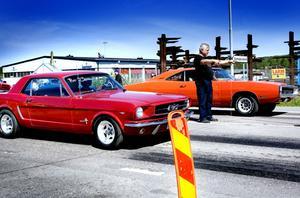 RACING. I Hofors har det de senaste fem åren ordnats ett lagligt dragracinglopp med street-bilar.
