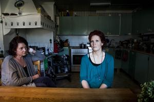 Arbetskamraten och vännen Lindha Holmgren har varit ett stort stöd för Leonie Fors efter olyckan.