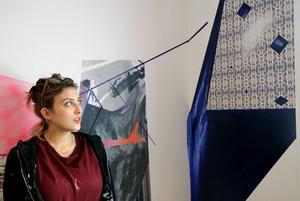 Abigal Janjic har kommit från Schweiz för att göra en rumsinstallation i Galleri Lars Palm.