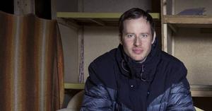 Jon Karlsson som driver Sundborns teater spelar själv en av två roller i premiären av