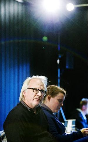 Det är en ynnest att få arbeta med specialskrivna pjäser av Rasmus Lindberg, tycker regissören Olle Törnqvist.