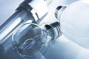 Från september förbjuds 100-watts glödlampor, till fördel för lågenergilamporna. Lågenergilampor finns i flera utformningar.