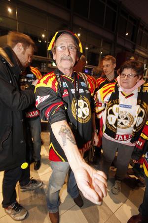 Hjärtat på armen. Jens Christensson från Varberg visar stolt var han har Wille Löfqvist.