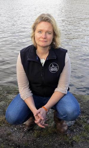 Cecilia Wibjörn berättar att det finns nya sätt att tänka kring sophantering i många naturreservat. Foto: Anna Björkman