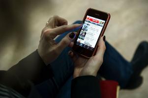 Att mobilsurfa utomlands kan bli en dyr historia om man inte är uppmärksam. I Ukraina kostar det till exempel 120 kronor per megabyte, ett pris som telefonbolaget tycker är oskäligt.