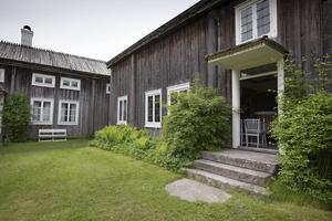 Ystegårn i Hillsta strax väster om Hudiksvall är en hälsingegård som kan besökas.