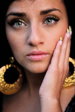 Svenskiranska Jasmine Kara är 22 år och kommer ursprungligen från Örebro.