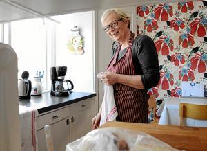 Idellt arbete. Lisa Vehkalahti är en av krafterna som jobbar i köket den här dagen.