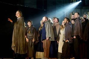Ett allkonstverk. Hedesundas historia berättas med musik och dramatik i en högklassig föreställning där massor av lokala konstnärliga förmågor imponerar.