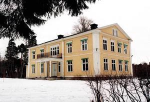 Stora Vall, där överste Henning Stålhane bodde från 1923, finns fortfarande kvar.