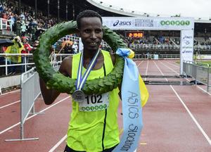 Yekeber Bayabel från Etiopen var först i mål på tiden 02:18:22.