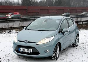 Ford Fiesta av fjärde generationen är en välgjord småbil som bär vissa drag av Peugeot 207. Eller?