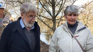 Ingemar Moberg och Kerstin Bååth är positiva till kommunens planer på att göra fler och bättre gångstråk i Norra stadskärnan, framför allt ser de fram emot att kunna gå hela vägen längs med kanalen från Lotsudden till Kajplatsen vid Astra Zenecas gamla huvudkontor.