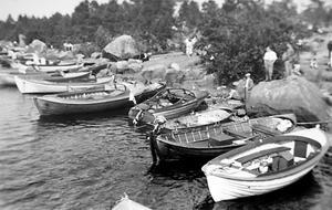 Hamnen i hembyn, Larsmo. Båten de flydde med såg exakt ut som den andra från höger på bilden.