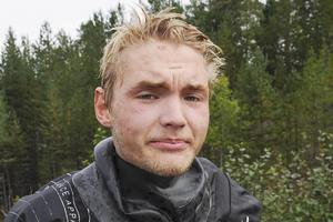 Max Ottosson tar sig gärna vatten över huvudet om det gör honom till en bättre freestyleåkare.
